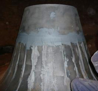 Über Schadstelle mit Belzona verklebte Stahlbleche