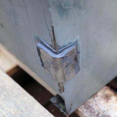 Nahaufnahme der Reparatur des Ölsumpfs