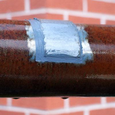 Lokale Reparatur eines durch Kondenswasser stark korrodierten Rohres mit Belzona 1212