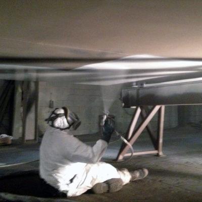Beschichtung eines Frachtkahnbodens mit Belzona 1331
