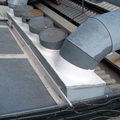 Mit Belzona 3111 (Flexible Membrane) verstärkte Verbindung zum Schutz von Dächern vor Leckagen