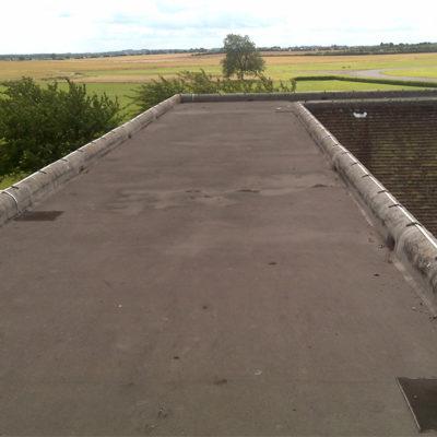 Beschädigtes Gebäudedach