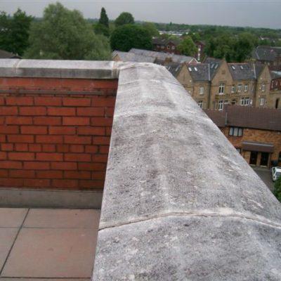 Mauerkronenverbindung mit eindringendem Wasser
