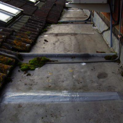 Reparatur des gerissenen Bleidachs mit Belzona 3121 (MR7) zum sofortigen Verschluss des Lecks