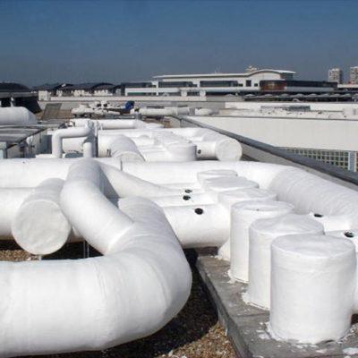 Komplexe Kapselung von Rohrleitungen für HLK-Anlage