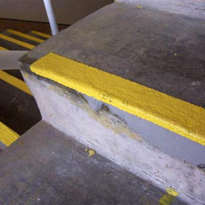 Mit Belzona 4111 (Magma-Quartz) reparierte und gegen zukünftige Schäden geschützte Stufen