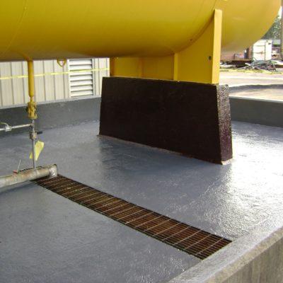 Chemikalienbeständige Beschichtung auf Auffangbeckenwall