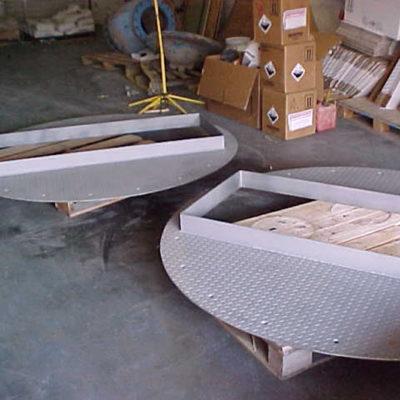 Neu hergestellte Stahlriffelbleche, die vor Säure geschützt werden sollen.