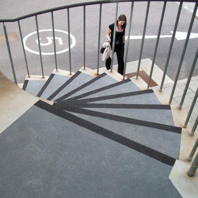 Komplettes Sicherheitssystem für die Stufenkanten mit Belzona 4411 (Granogrip)