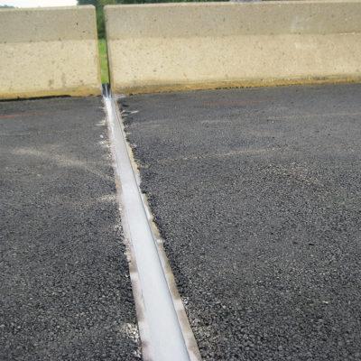 Mit Belzona 4521 (Magma-Flex Fluid) versiegelte Dehnfuge bei minimaler Beeinträchtigung des Verkehrs