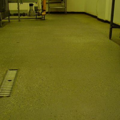OLYMPUS Abgenutzter Küchenfußboden in einer Schule mit RutschgefahrDIGITAL CAMERA