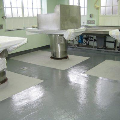 Während nur eines Wochenendes wiederhergestellter und mit Belzona 5231 (SG Laminate) geschützter Fußboden