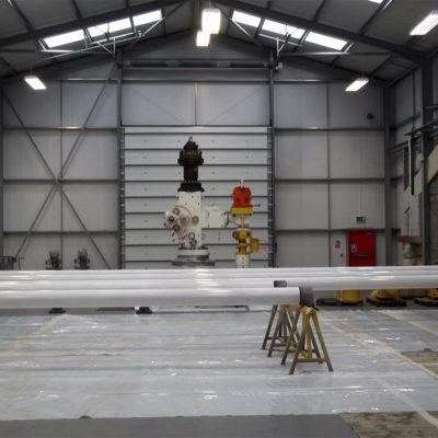 Auftrag von 2 Schichten Belzona 5892 auf die Außenfläche der Rohre zum Schutz vor Korrosion